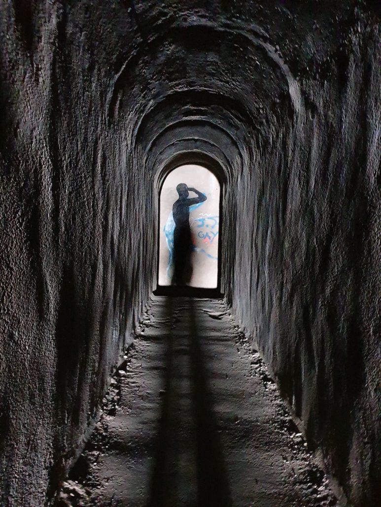 Schatten am Ende des Tunnels